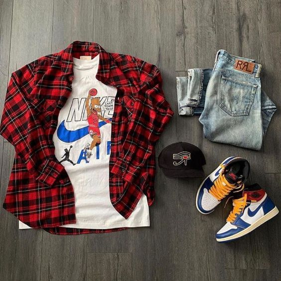 ropa masculina, camisa de leñador roja, franela estampada, jeans laros y tenis coloridos