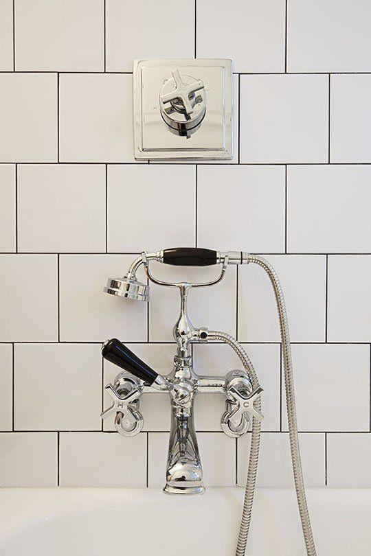 Quero uma torneira dessas pra lavar o cabelo na banheira.