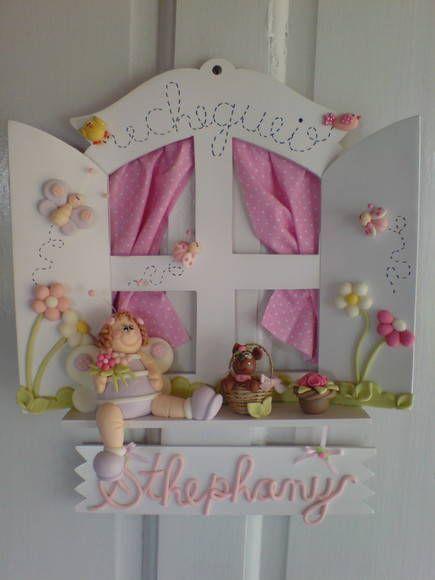 Enfeite de porta para quarto ou maternidade decorado em biscuit (cores e deta