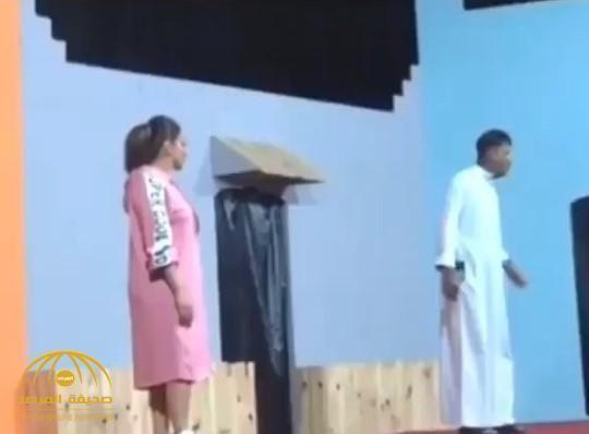 شاهد مقطع فيديو للفنانة البحرينية شيماء سبت وهي ترقص خلال مسرحية يثير الجدل بمواقع التواصل Academic Dress Fashion