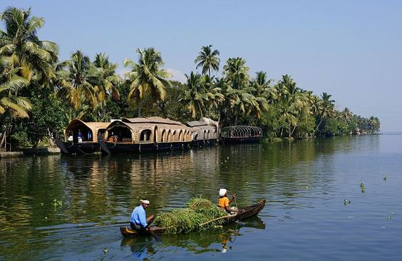 Experience the richness of the royal heritage of ancient India in God's own country, Kerala with Kerala Holiday Packages.  http://southindia7.webnode.com/blog/