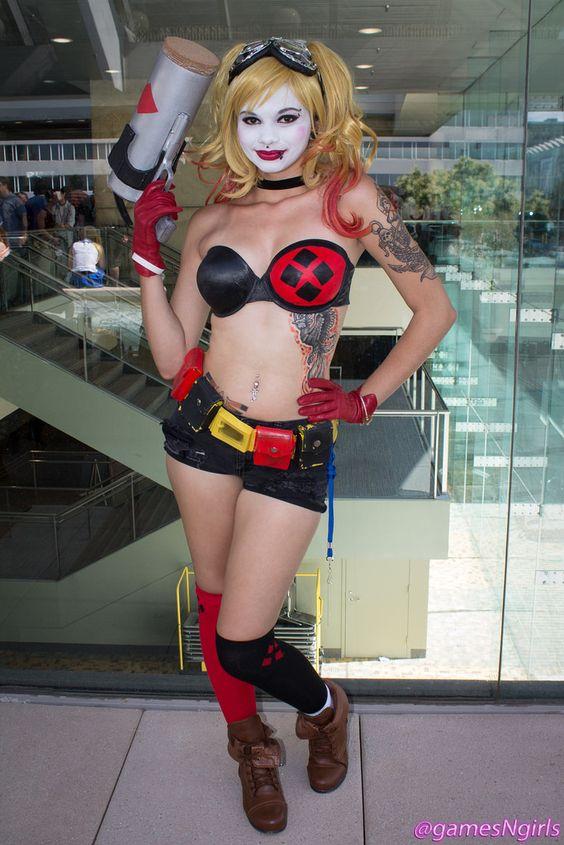 Cosplay of DC Comics villain, Bombshell Harley Quinn, at Otakon 2015.  Follow us on twitter!: www.twitter.com/gamesNgirls