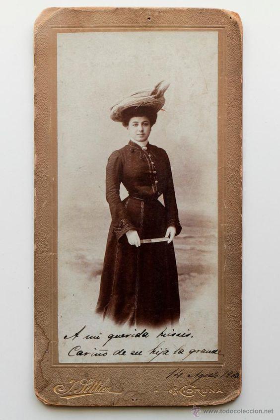 Mujer con sombrero y vestido oscuro. Fotógrafo J. Seller, Coruña 1903 -  El Desván de Bartleby C/.Niebla 37. Sevilla