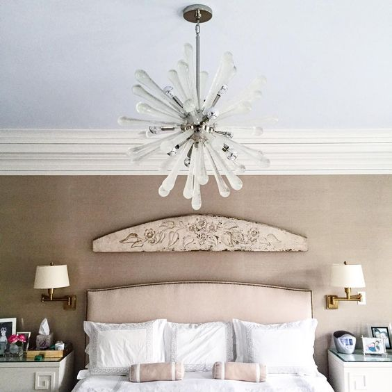 Perfect rainy Sunday for staying in bed...(if only we could). #interiordesign #bedroomdecor #homedecor #lights #interiors #interiorinspo #interiordesign