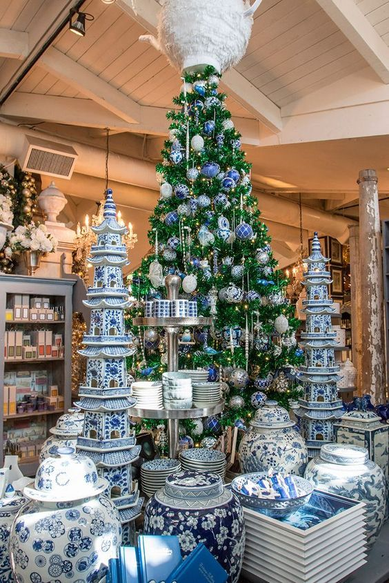 A Blue And White Chinoiserie Christmas Chinoiserie Chic Blue Christmas Decor Chinoiserie Christmas Chinoiserie Christmas Tree