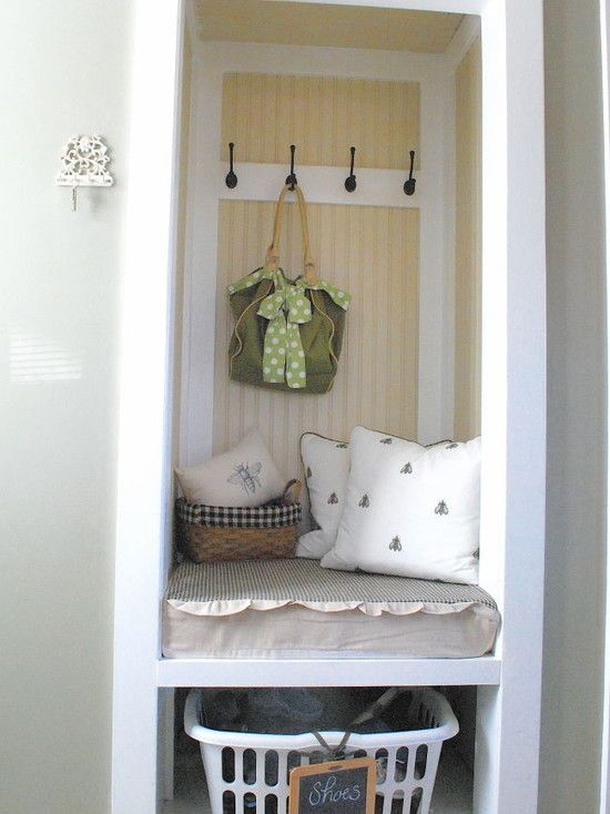Cute seat in place of a mudroom