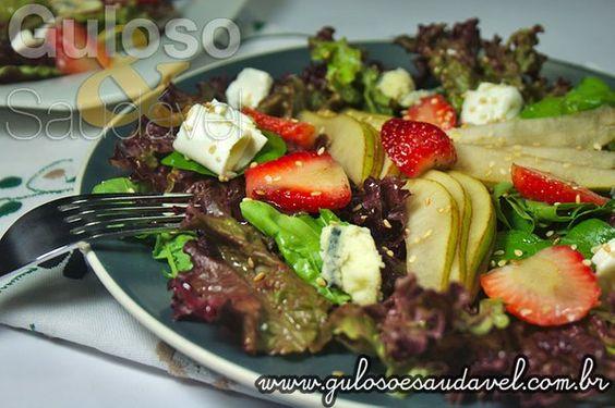 A Salada de Folhas Verdes com Pera tem ingredientes fresquinhos, variados, é levíssima, saudável e nutritiva!  #Receita aqui: http://www.gulosoesaudavel.com.br/2012/12/03/salada-folhas-verdes-pera/