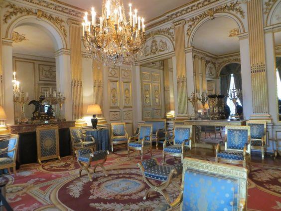 Hôtel de Charost (1722)  39 rue du Faubourg-Saint-Honoré Paris 75008. Architecte : Antoine Mazin. Résidence de l'ambassadeur d'Angleterre. Salon en style Premier Empire.