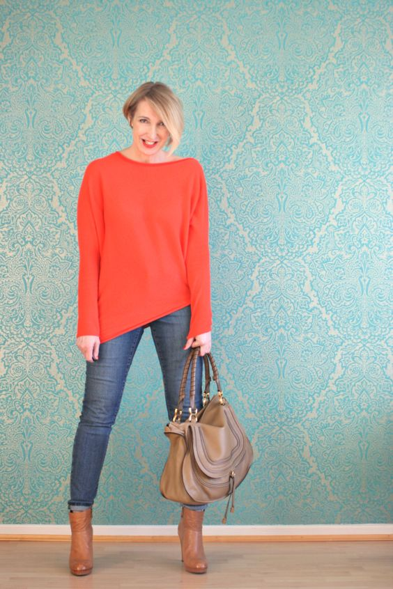 A fashion blog for women and mature women over 40 http://www.glamupyourlifestyle.com/ Cashmere-Sweater: Neyo.fashion Jeans: NYDJ Booties: Alberto Fermani Bag: Chloé