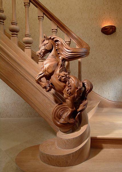 Pasamanos escalera con escutura en madera: