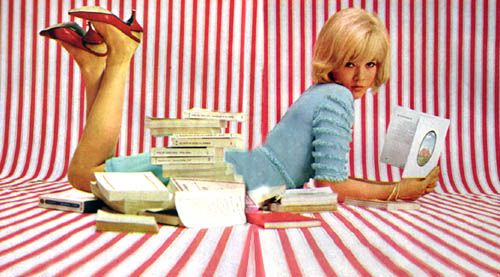 onfebruarythefourth:  Coolest girl of the '60s? I think so!  Yes! and still is. :):