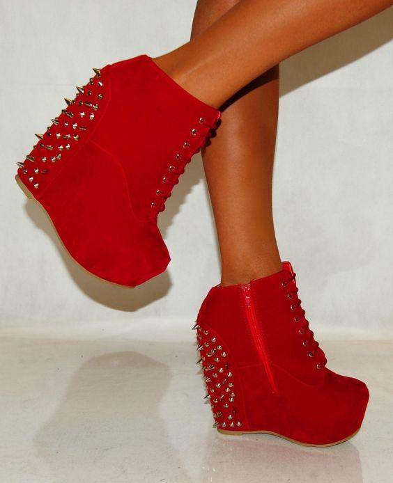 zapatos,de,plataforma,y,taco,chino,con,tachas,