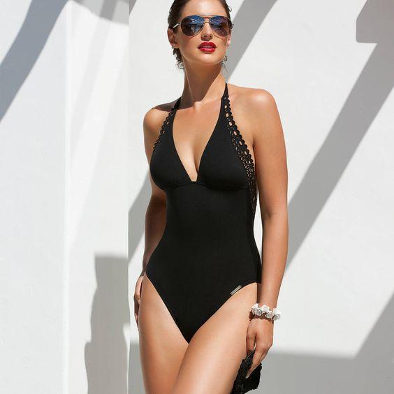 Lise Charmel sur Glamuse, le Grand site de lingerie. Maillot de bain nageur séductionAjourage CoutureLise Charmelen maille balnéaire ultra-douce. Dos échan...