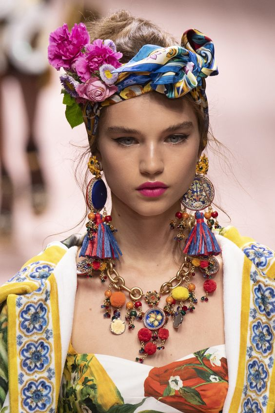 Dolce & Gabbana at Milan Fashion Week Spring 2019 - Details Runway Photos