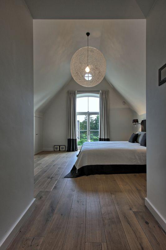 Mooi detail de zwarte rand van de sprei teruglaten komen in de gordijnen villabouw sels - Idee van interieurontwerp ...