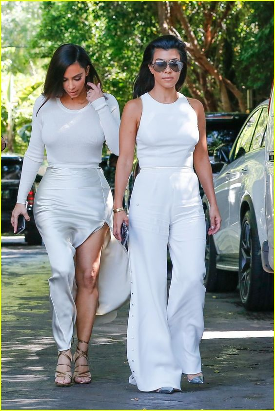 Kim, Khloe & Kourtney Kardashian Have Lunch With Kris Jenner After Car Accident