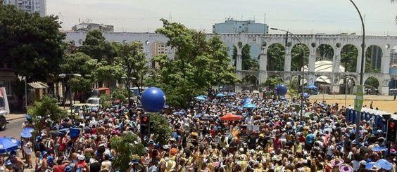 Foliões lotam ruas do centro do Rio no bloco Quizomba http://r7.com/whRW