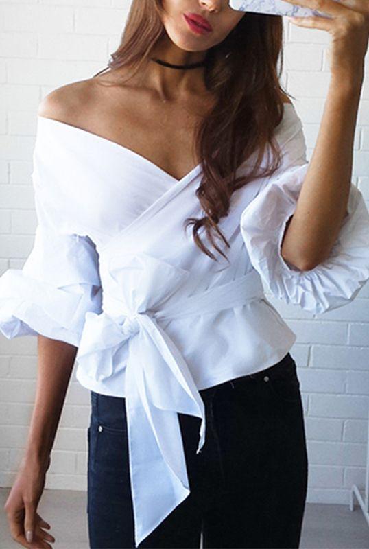 Biała długa koszula wiązana w pasie | Quiosque.pl