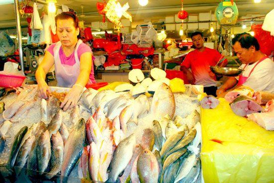 Những khu chợ ướt thường nằm ở nơi có đông người thu nhập thấp.