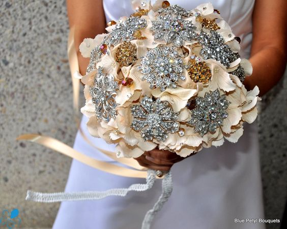 Champagne Hydrangea #BridalBouquet #BroochBouquet
