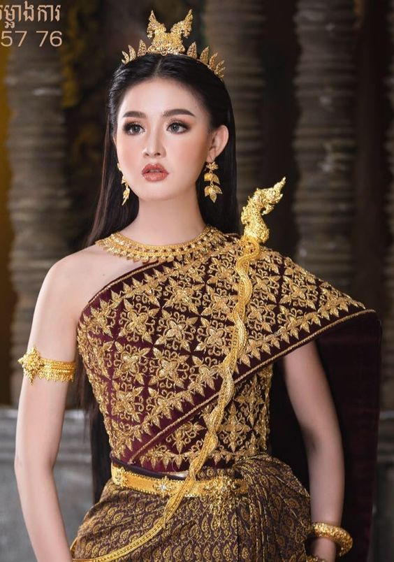 Pretty lady in National costume of Khmer. #NationalAttire #NationalCostumes #ChinaCostume #KhmerCostume #ThaiCostume #VietnamCostume