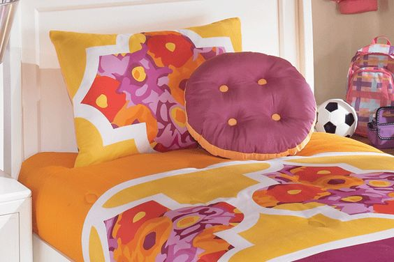 Love the vibrant colors of this great childrens bedding by Ashley Furniture.