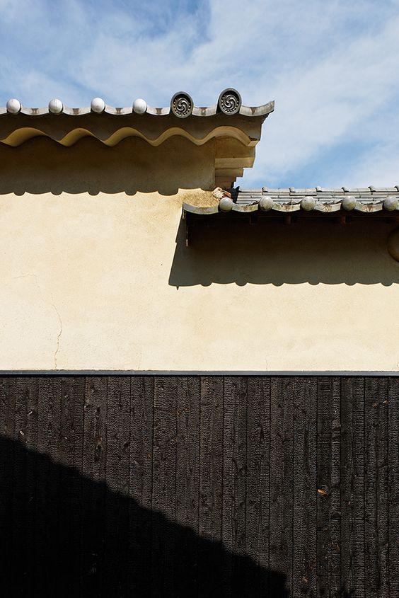 "https://flic.kr/p/doPFVe | Roof tile and wall | ""Hirafuku"" Hyogo Japan 2012  【平福宿】兵庫県佐用町"