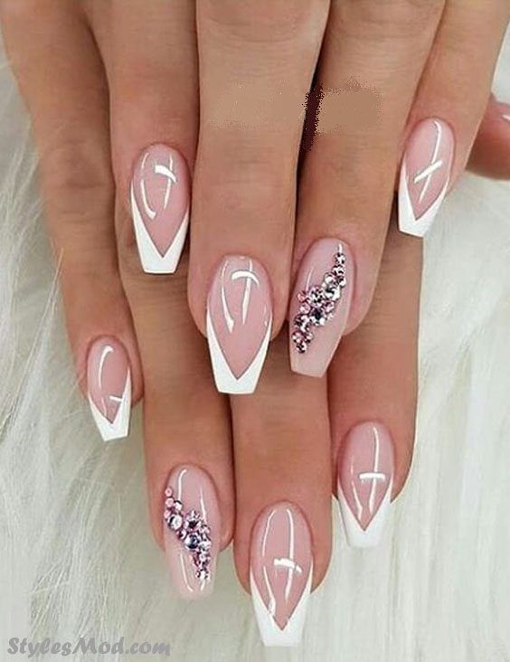 Stylish & Easy Nail Art Ideas For Boost Your Styles In 2018. See Here the Amazing and Cute look of Easy Nail Art Idea & Trends to enhance your hand and finger beauty in these days. No matter if is Summer or winter you can paint your nail any time in 2018. This Style is always looking trendy and Gorgeous.