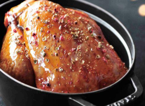 Chapon laqué au miel farci au foie gras