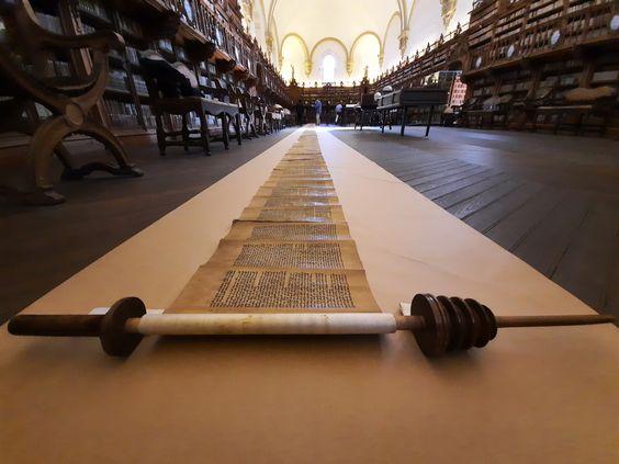 El rollo (sefer) de la Torá de la Universidad de Salamanca
