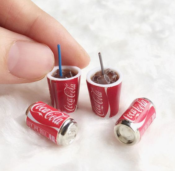 Dollhouse Miniatures One Coca Cola /& one Pepsi Cola and two Sandwiches