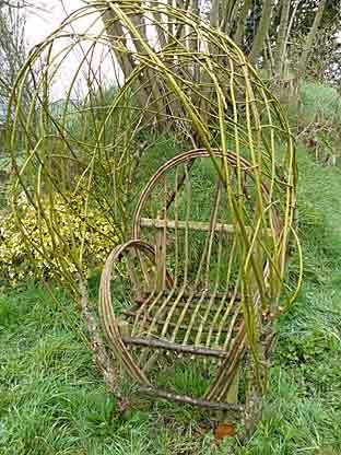 Fauteuil en osier vivant un jardin breton en mars 08 - Repeindre un fauteuil en osier ...