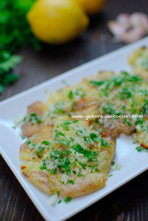 Patatas al Horno Patatas aplastadas con un aderezo de Ajo, Perejil y queso Parmesano #vegetarianos