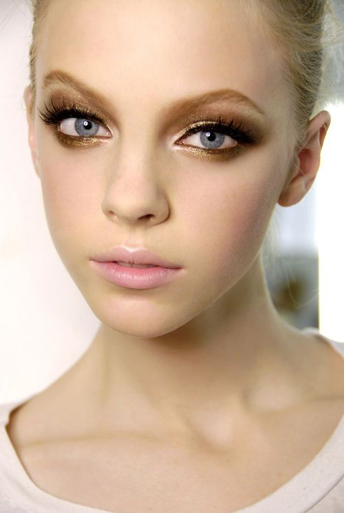 Light bronze shadow winged on lid & under lash line, white highlight on the inner corners & cupids bow with light pink lip. <3