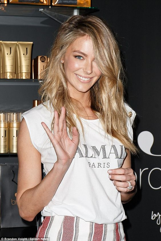 Jennifer Hawkins flashes her legs at Fashion Weekend event in Sydney | Daily Mail Online