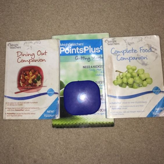 Weight watchers points plus set Weight watchers points plus diet has the Dining Out Companion, Complete Food Companion, getting started , and the points plus calculator the outside of books have some staining some wear but as shown in pics inside are in great condition also as shown in pic the calculator works Weight watchers Other