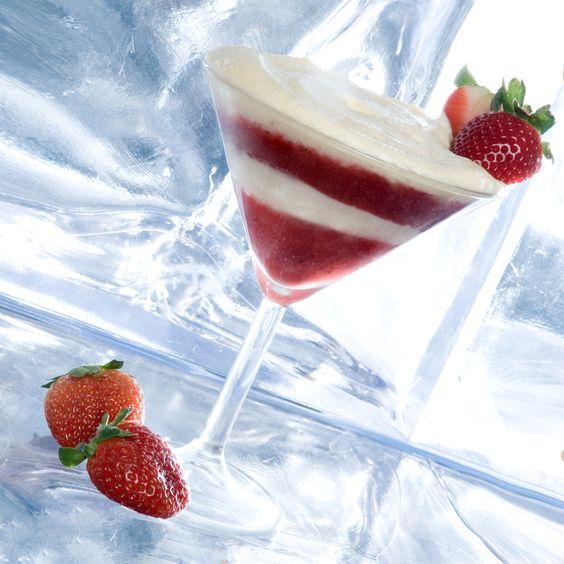 Erdbeer-Mascarpone-Traum - Erdbeeren püriert mit Zucker, Quark-Masarpone-Eigelb-Creme mit Sahne und Vanille - http://kuechenchaotin.de/erdbeer-mascarpone-leckerei/