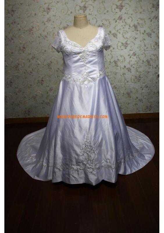 Robe de mariée grande taille manches courte satin broderies