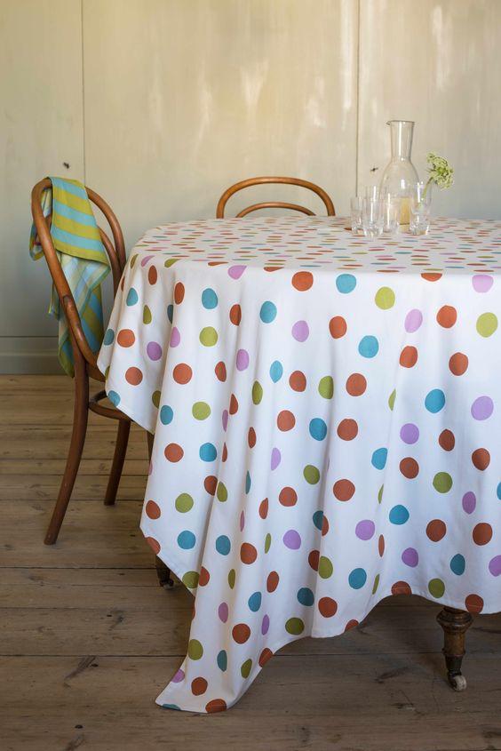 """Herbst / Winter 2013 - Die Decke """"Tuss"""" in Ungebleicht-Multi ist ein echter Hingucker und perfekt für jede Party. Sie ist aus Öko-Baumwolle und hat eine Größe von 150 x 250 cm."""