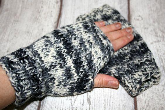 Armstulpen Stulpen handgestrickt Wolle schwarz grau weiß