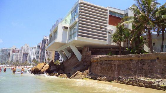 Casa de Pedra (Escritório Gregory Warchavick, 1952) a casa debruçada sobre o mar, que integra às pedras a estrutura. Após 50 anos, a casa permanece conservada à perfeição, apesar das difíceis condições impostas por sua proximidade com o mar.