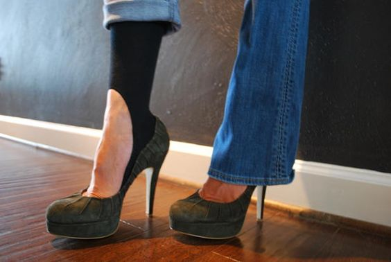 brilliant!! KEYSOCKS -kneesocks that aren't seen with your favorite flats or heels! I need these.