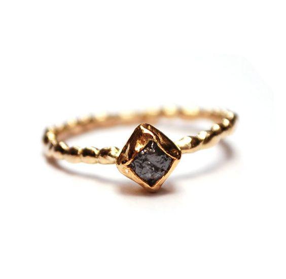Ring met vierkante ruwe diamant