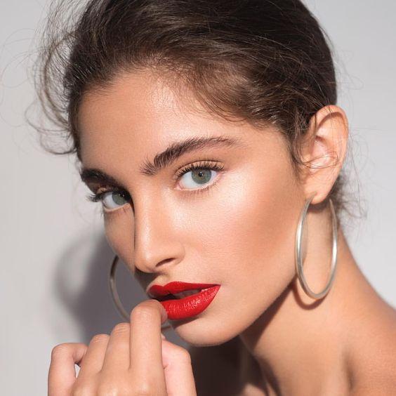 red lipstick makeup