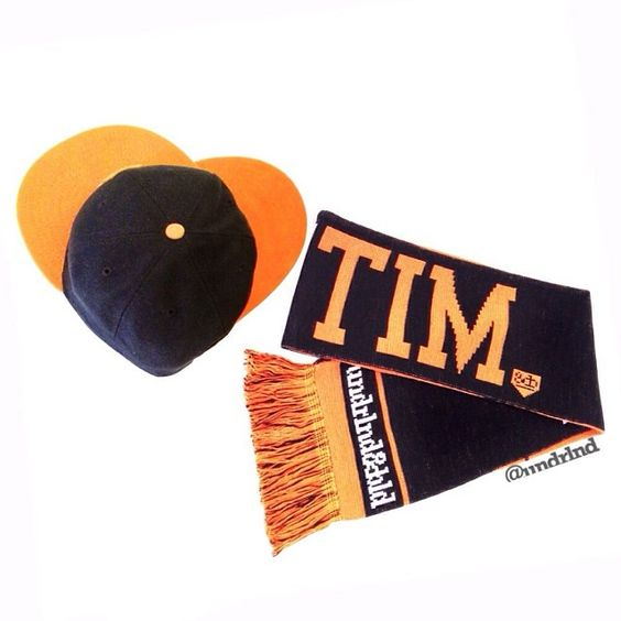 Your Sweetheart will love if you got them a #MomenTIM #scarf for #ValentinesDay! We <3 Tim so much we bought 500 of them...wait a minute..In stock now ;) www.UNDRLND.com #undrlnd #sfgiants #timlincecum #gamerbabe #valentines #scarves
