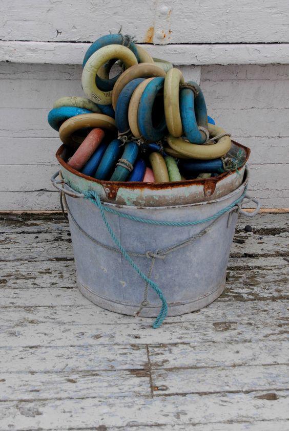 Bucket - rings, fishing boat www.paulabspoel.nl