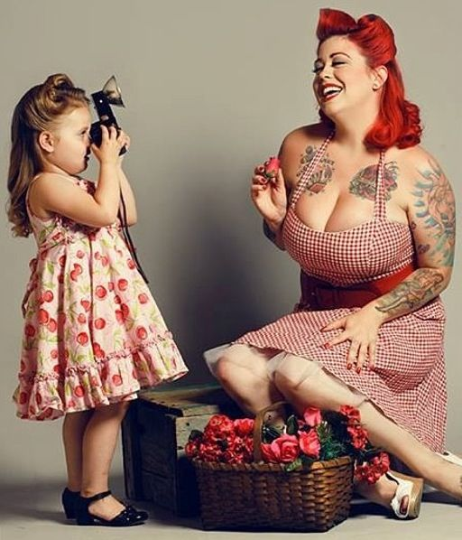 Mother daughter pin up photo shoot- too precious!