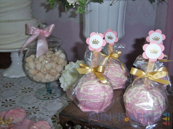 As tradicionais maçãs com cobertura de chocolate personalizadas #princesas
