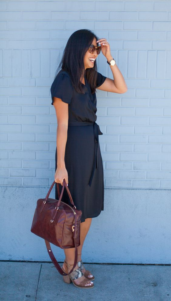 Simplicity is key when it comes to chic office approved dresses. Our classic wrap dress silhouette is perfect to throw on and gorgeously go | Banana Republic