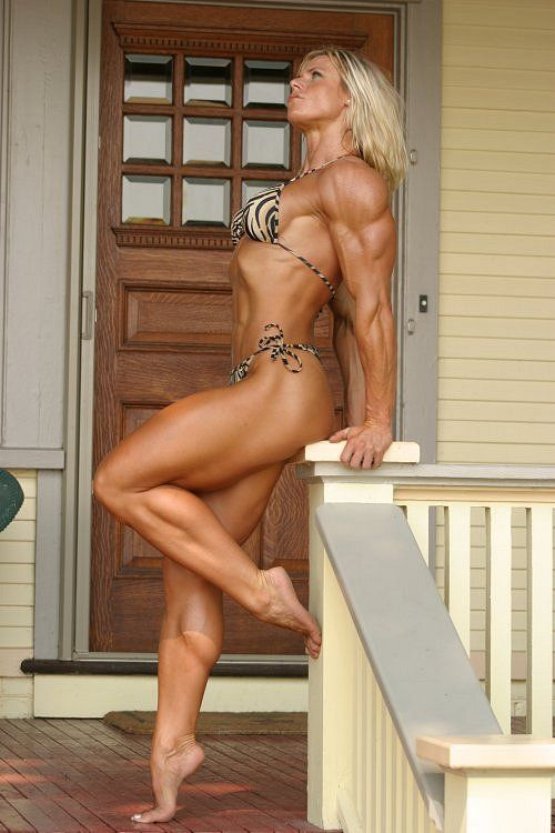 Muscular Girls in Motion Bodybuilding ~ ♥ thedeliciousness.net (18+) ♥